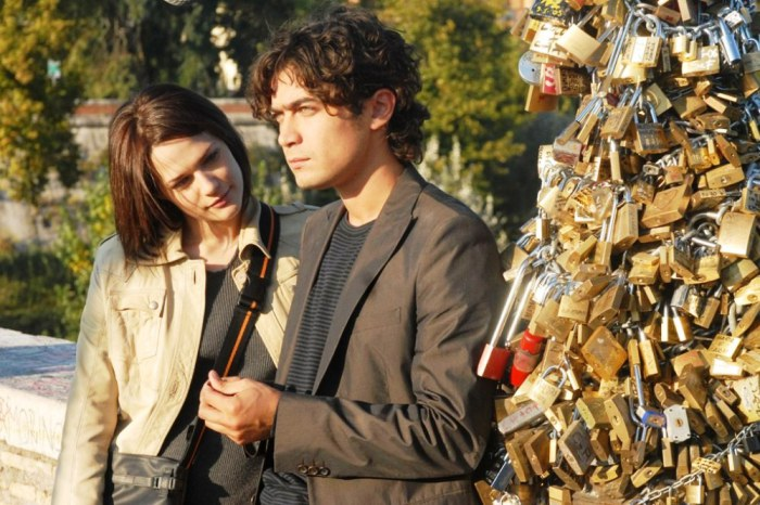 Riccardo Scarmarcio and Laura Chiatti on Ponte Milvio, Rome in a still from Ho voglia di te (I love you)