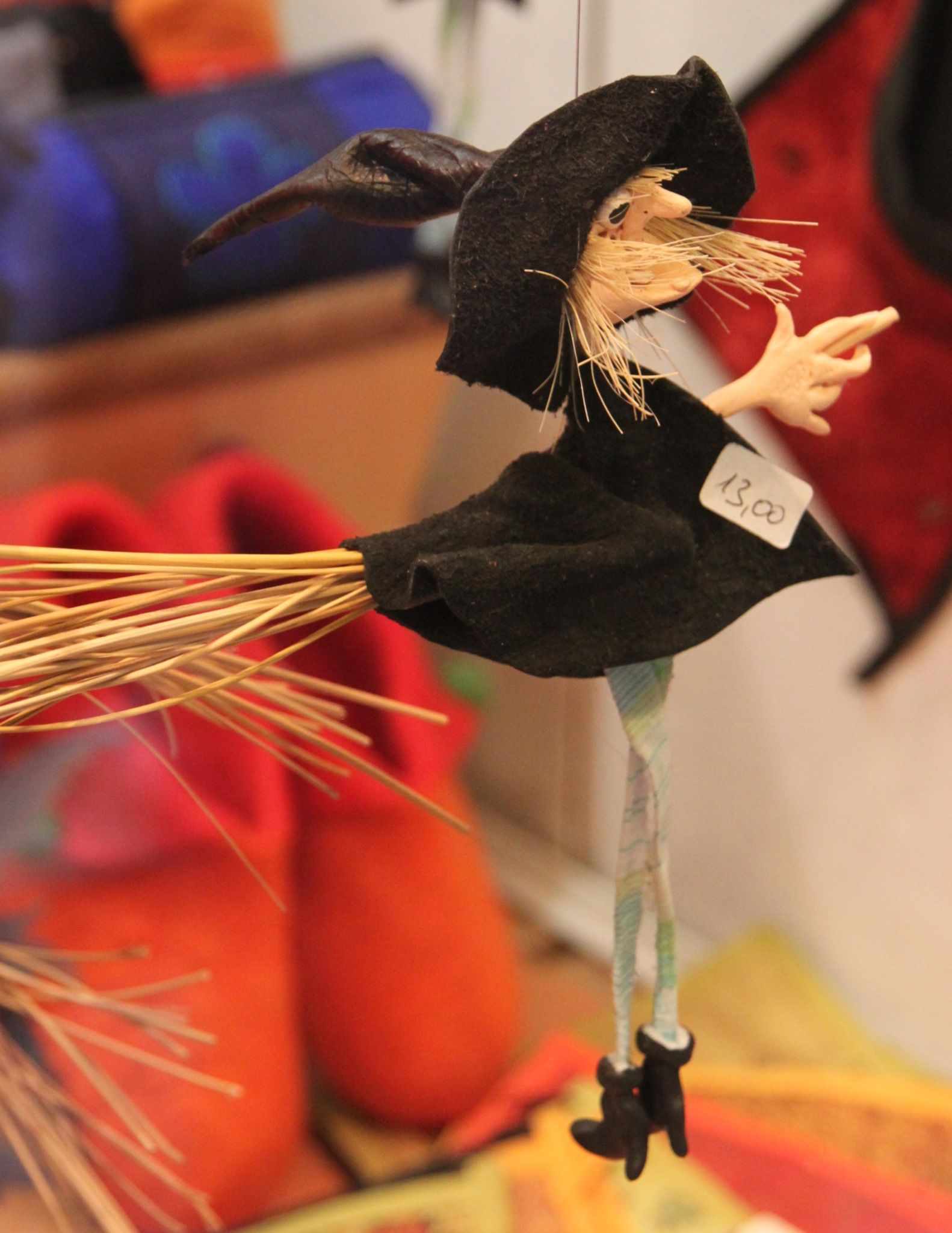 La Befana flies in on her broomstick!