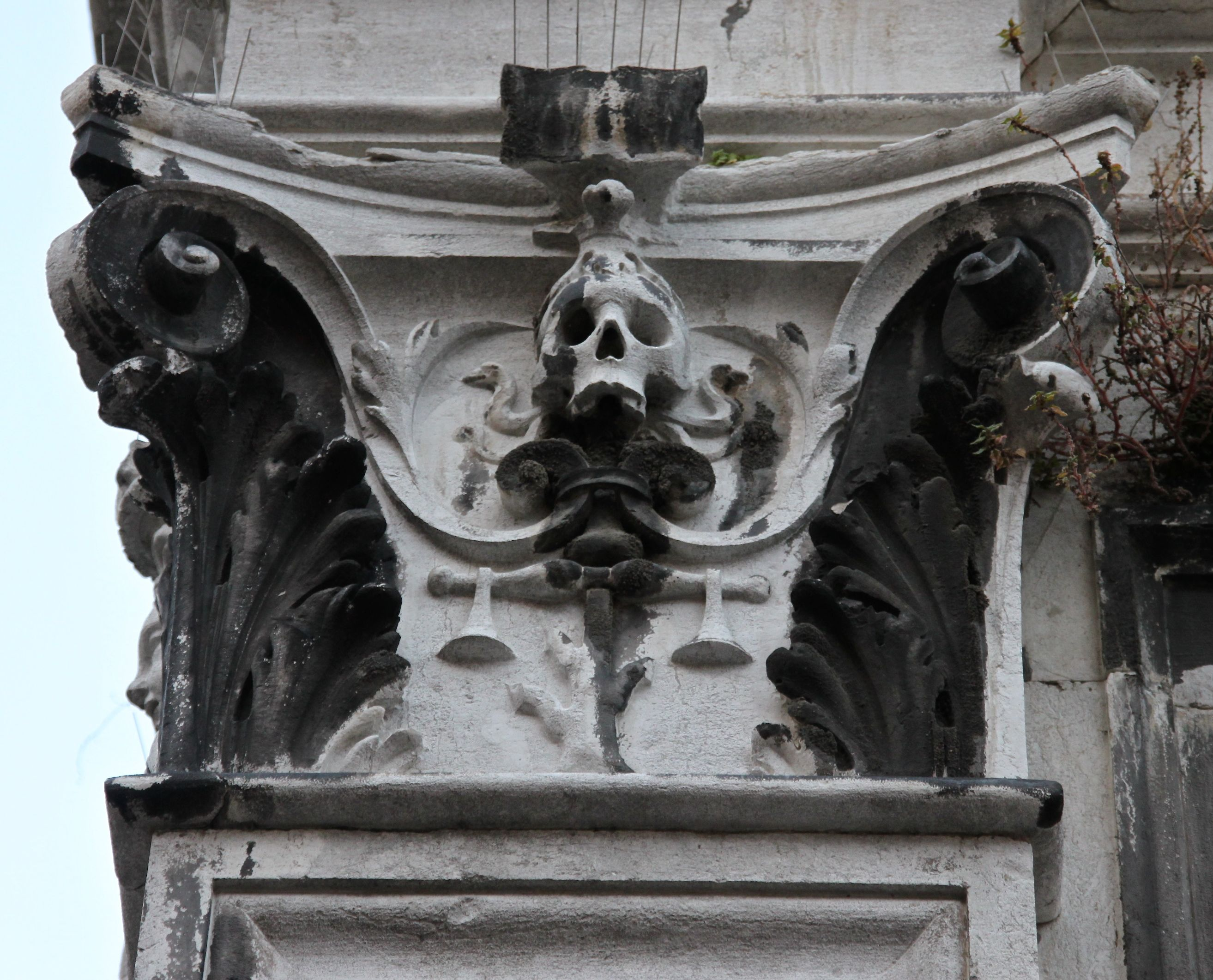 Death surrounds the Rialto. Carving on the old prison, San Polo district