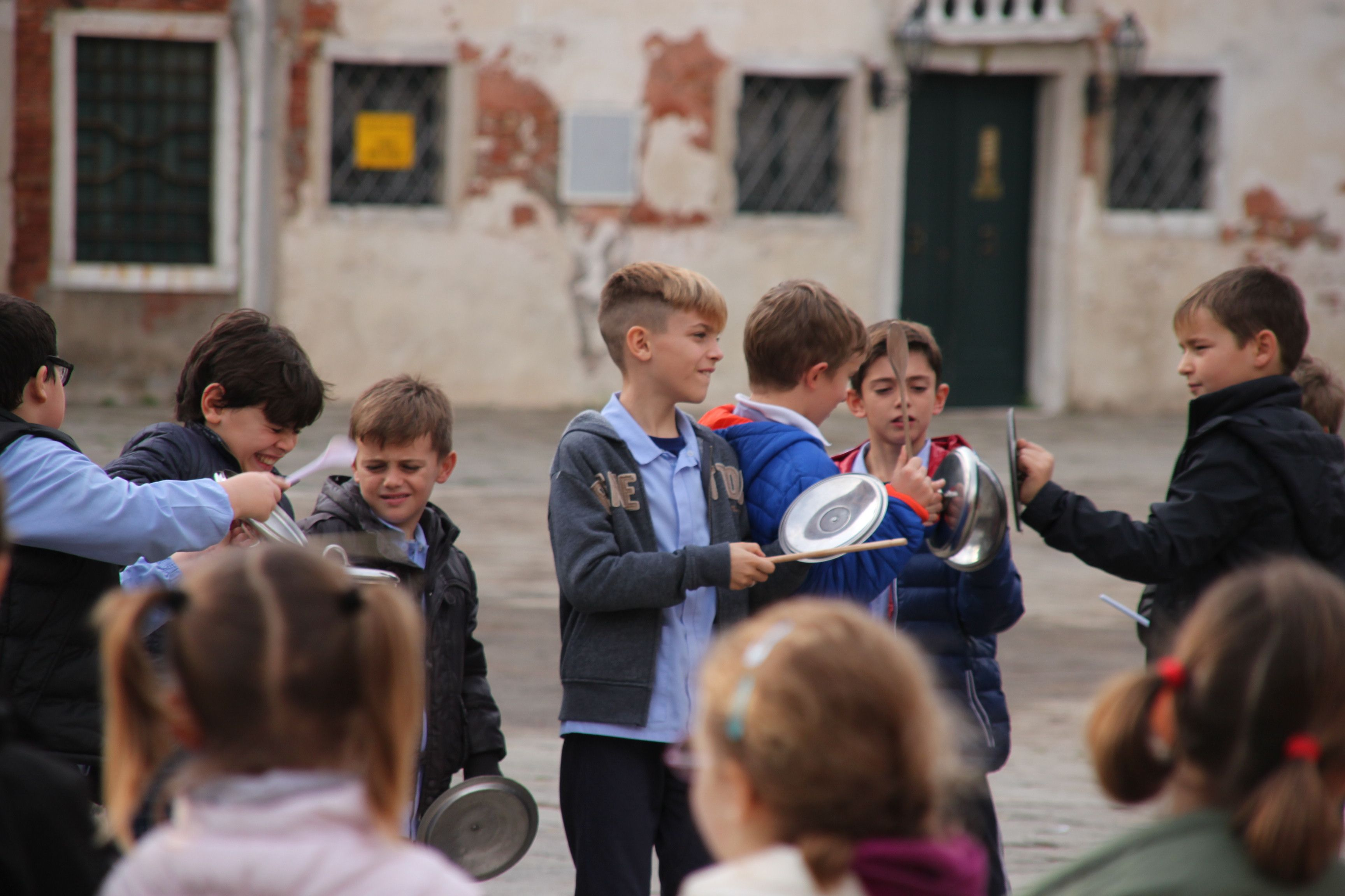 Pan lids get a bashing all in the name of San Martino!