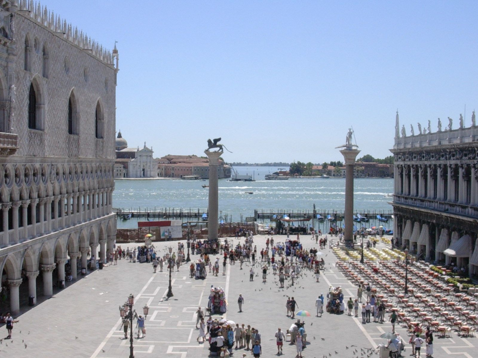 Piazzetta di San Marco looking down to 2 granite columns on the Molo waterfront