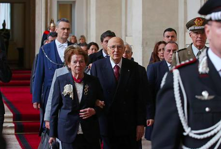 Napolitano and wife Clio leave the Palazzo Quirinale