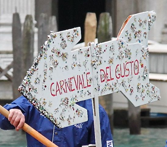 This way for the carnevale!!