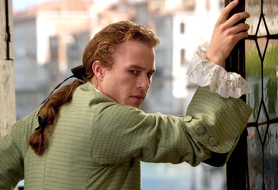 Heath Ledger plays a laid-back, easy going Casanova