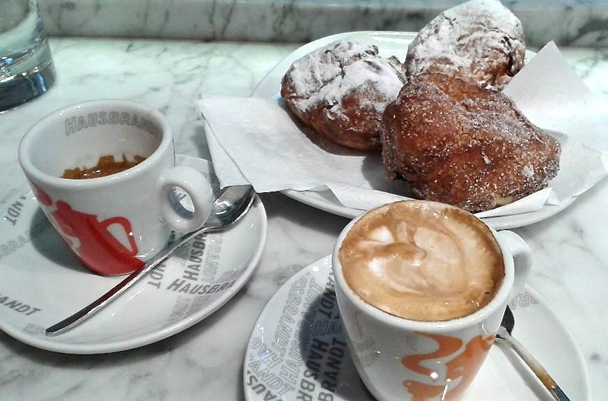 Coffee and fritelle in Venice
