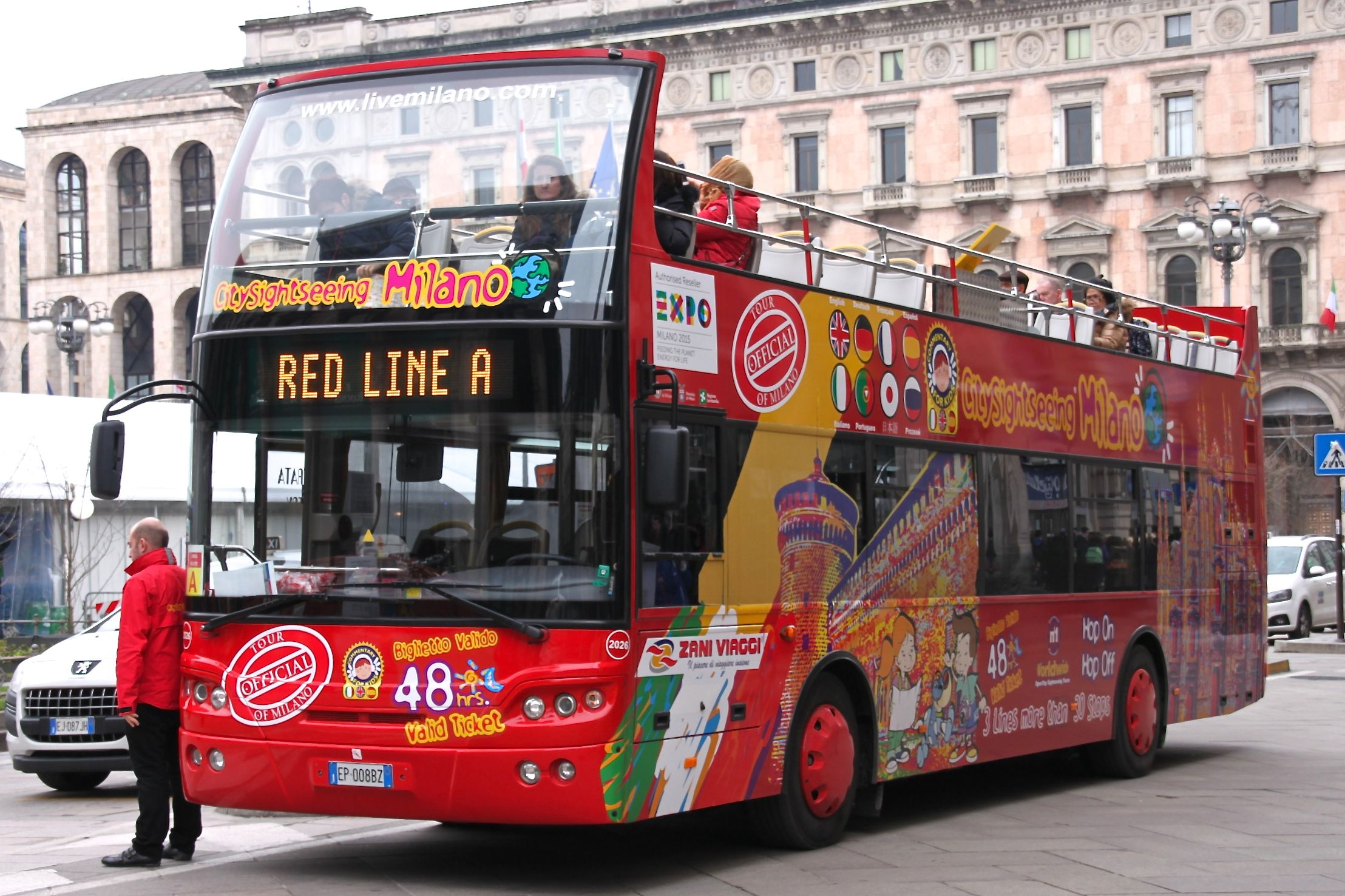 Photo of a City Sight Seeing bus in Milan