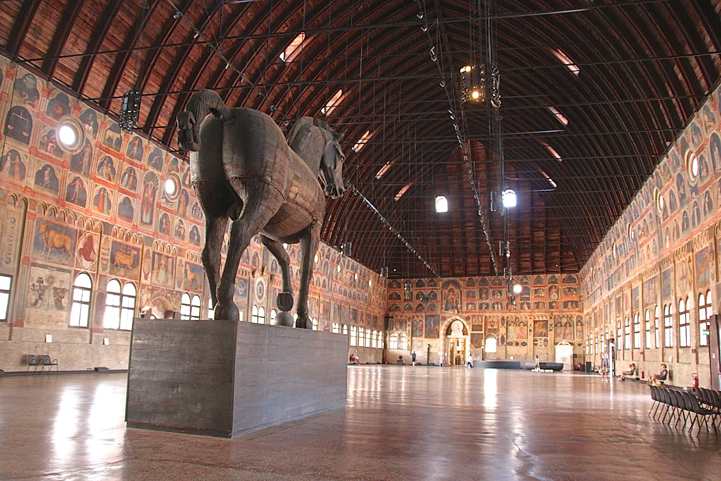 The vast great hall of the Palazzo della Ragione