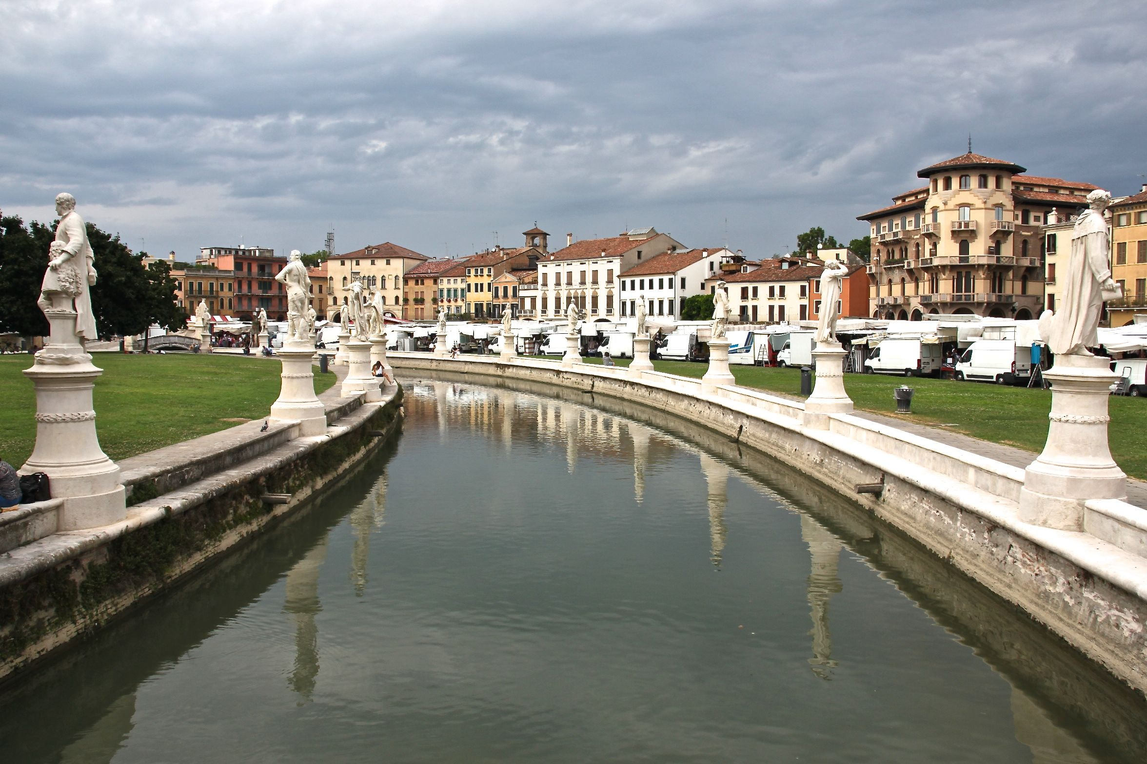 Padua's monumental Prato della Valle on market day