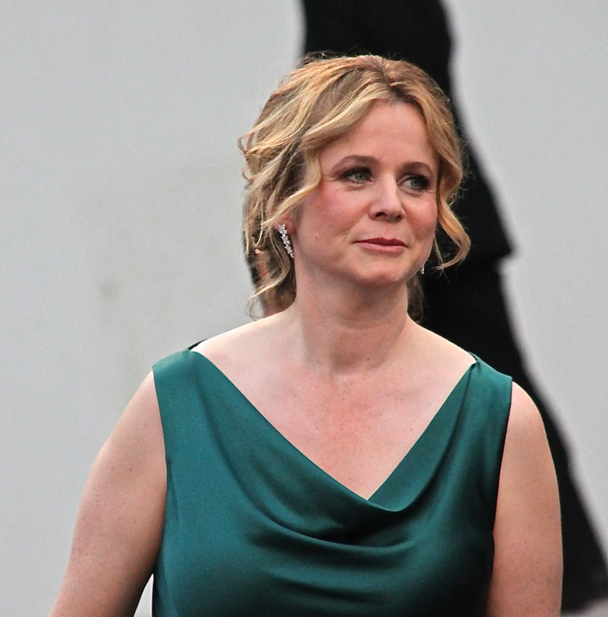 Emily Watson in a simple, elegant emerald dress for the Everest premiere in Venice, 2015