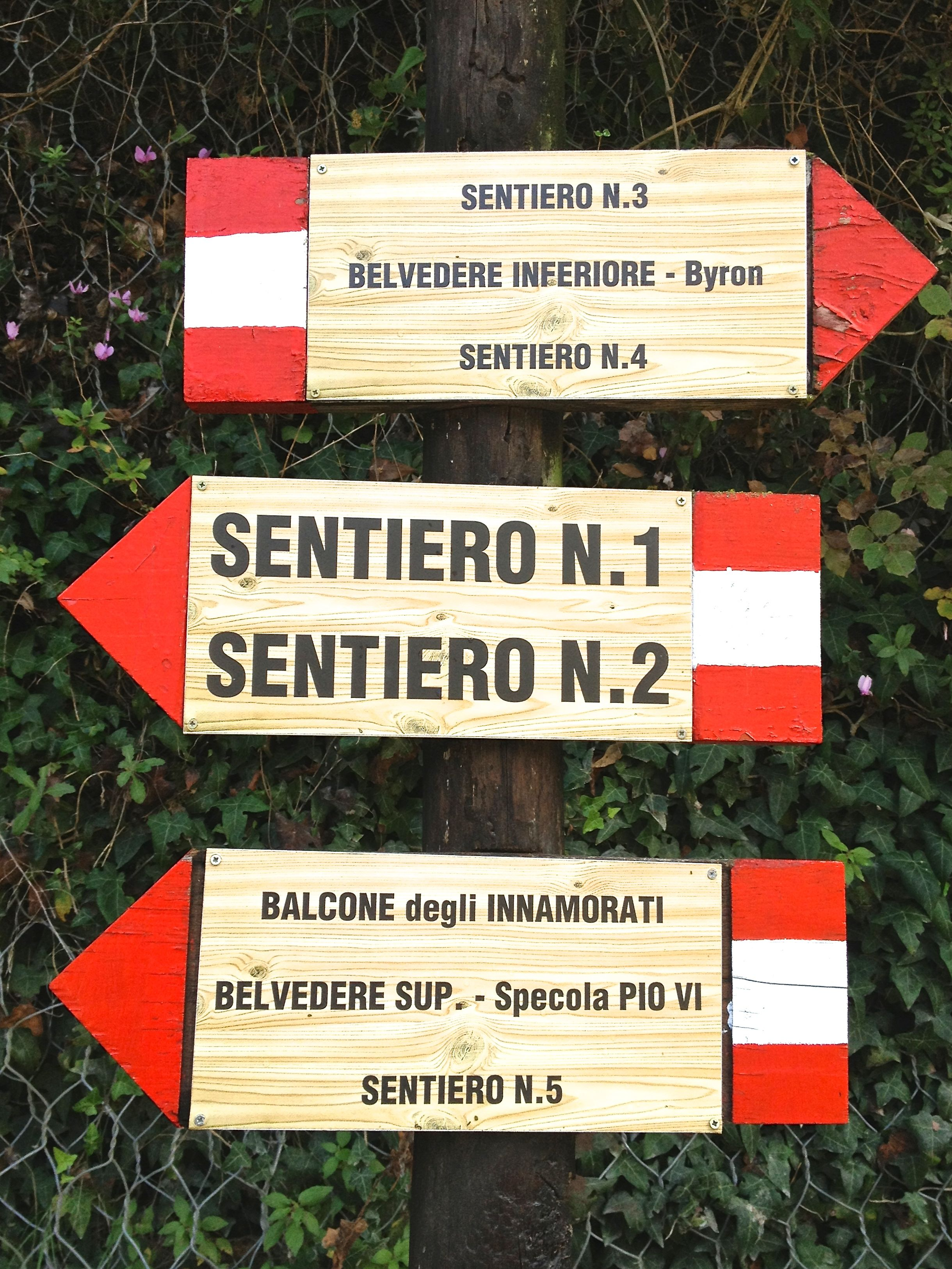 Signposts clearly mark the way around the Cascata delle Marmore