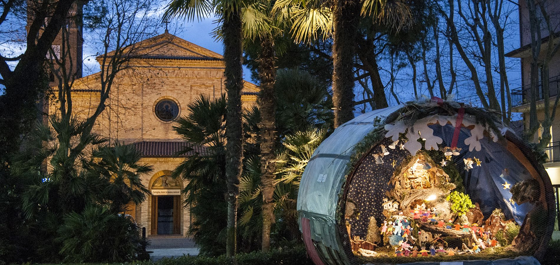 Bellaria Igea Marina in Romagna celebrates with 21 handmade barrel presepe around the town - see how many you can find!